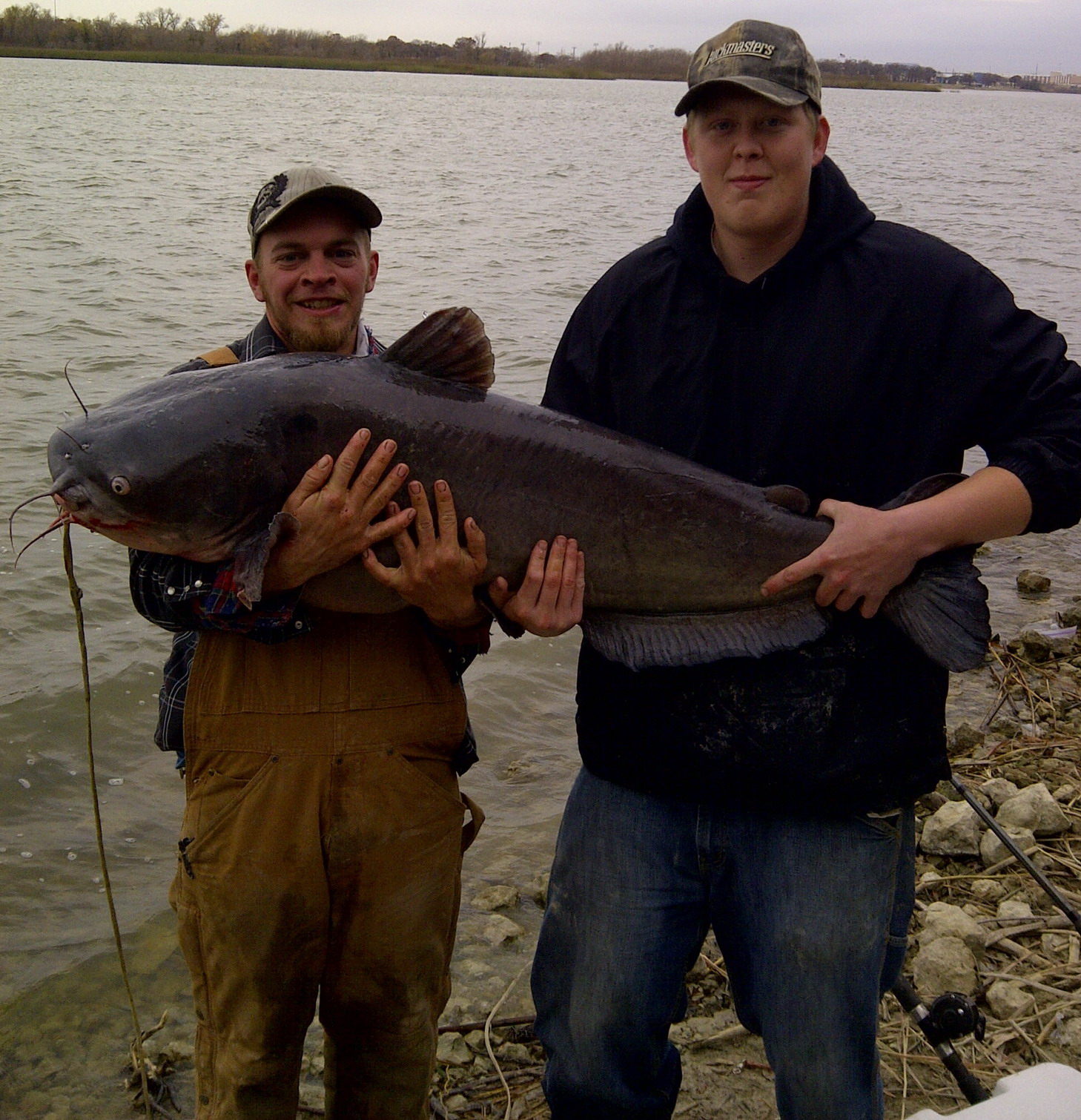 Central texas catfish angling great in colorado brazos for Fishing lakes in texas
